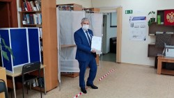 Уполномоченный по правам человека в Хабаровском крае проголосовал за поправки в Конституцию Российской Федерации