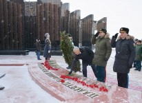 Игорь Чесницкий возложил цветы к мемориалу «Вечный огонь» на площади Славы и к монументу в память о советских и российских воинах, павших в локальных войнах и вооруженных конфликтах